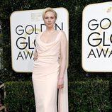 Gwendoline Christie ('Juego de Tronos') posa en la Alfombra Roja de la 74ª edición de los Globos de Oro