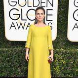 Natalie Portman ('Jackie') posa en la Alfombra Roja de la 74ª edición de los Globos de Oro