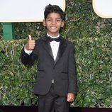 Sunny Pawar ('Lion') posa en la Alfombra Roja de la 74ª edición de los Globos de Oro