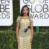 Kerry Washington, nominada por 'Confirmation', posa en la Alfombra Roja de la 74ª edición de los Globos de Oro