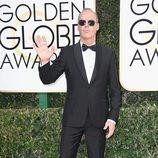 Michael Keaton posa en la Alfombra Roja de la 74ª edición de los Globos de Oro