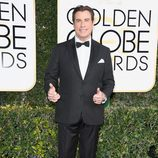 John Travolta, nominado por 'American Crime Story', posa en la Alfombra Roja de la 74ª edición de los Globos de Oro