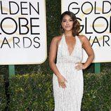 Gina Rodriguez, nominada por 'Jane the Virgin', en la Alfombra Roja de la 74ª edición de los Globos de Oro