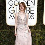Emma Stone ('La La Land') en la Alfombra Roja de la 74ª edición de los Globos de Oro