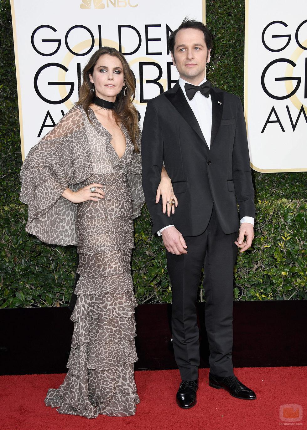 Keri Russel y Matthew Rhys ('The Americans'), en la Alfombra Roja de la 74ª edición de los Globos de Oro