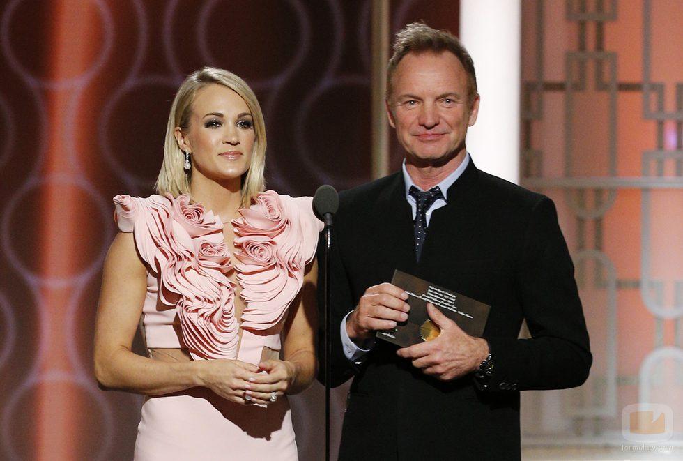 La actriz Carrie Underwood y el cantante Sting durante la gala de los Globos de Oro 2017