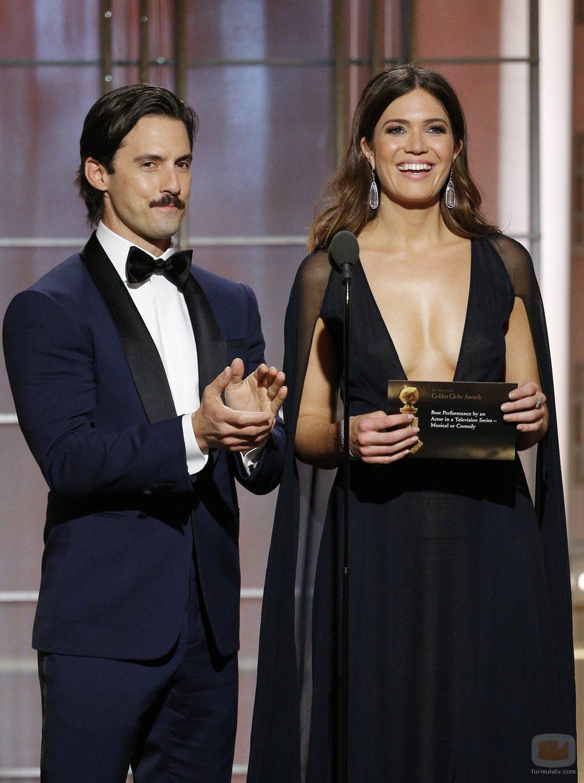 Milo Ventimiglia y Mandy Moore en la gala de los Globos de Oro 2017