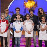 Los finalistas de 'MasterChef Junior' junto con el jurado y la presentadora del concurso