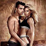 Joe Jonas y la modelo Charlotte McKinney, pura complicidad en la campaña de Guess
