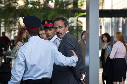 Juan Elías (Francesc Garrido) arrestado en 'Sé quién eres'