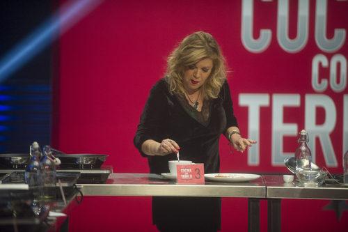 Terelu cocina durante la segunda gala de 'Gran Hermano VIP'