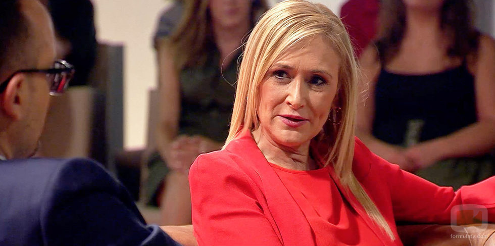 Cristina CIfuentes se atreve a acudir a 'Chester in Love'