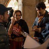 Aura Garrido y Tamar Novas, muy concentrados en el rodaje de la T3 de 'El Ministerio del Tiempo'