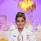 Paula consigue el trofeo  de vencedora de 'MasterChef Junior 4'