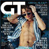 Gregg Sulkin deja al descubierto su torso