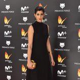 Alba Flores posando en la alfombra roja de los Premios Feroz 2017