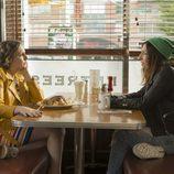 Hannah y Shoshanna (Lena Dunham y Zosia Mamet), en la sexta temporada de 'Girls'