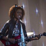 Ashleigh Murray, guitarra en mano, es Josie McCoy en 'Riverdale'