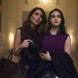 Marisol Nichols y Camila Mendes, madre e hija en 'Riverdale'