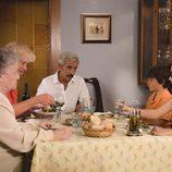 La familia Alcántara durante el tercer capítulo de la decimoctava temporada de 'Cuéntame cómo pasó'