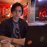 Cole Sprouse es Jughead Jones en 'Riverdale'