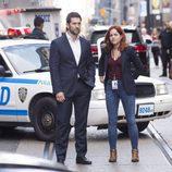 Luke Roberts y Sarah Greene, protagonistas de 'Ransom'