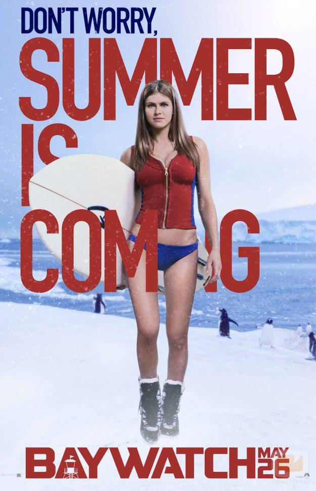 """Alexandra Daddario en """"summer is coming"""", la campaña promocional de la película """"Los vigilantes de la playa"""""""