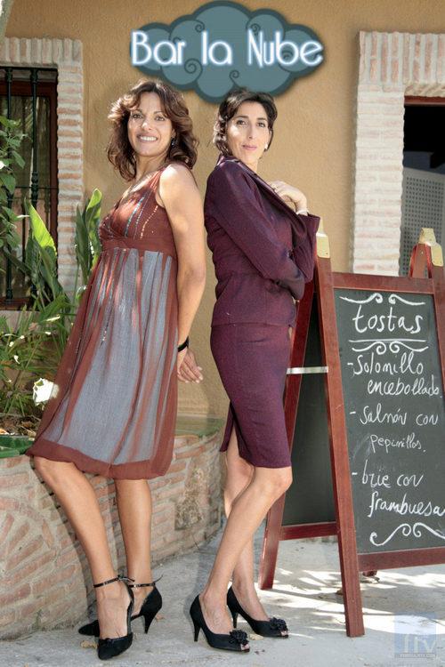 Rocío (Eva Pedraza) y Flor (Paz Padilla)