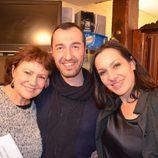 Natalia Millán y Paca Gabaldón ('El súper') con un fan en el reencuentro de la serie