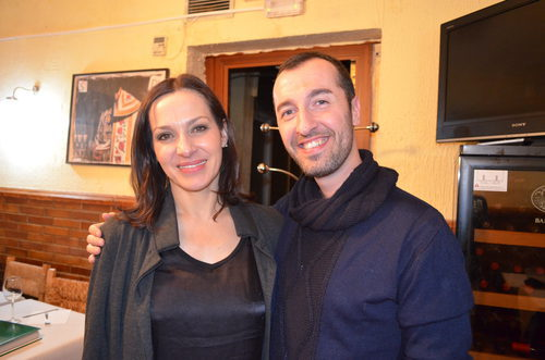 Natalia Millán ('El súper') se fotografía con un fan en el reencuentro
