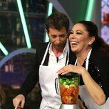 Isabel Pantoja cocinando en 'El Hormiguero' junto con Pablo Motos