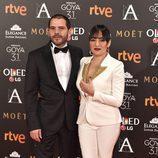 Candela Peña y su novio en los Premios Goya 2017