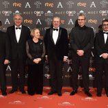 Yvonne Blake, Mariano Barroso e Íñigo Méndez de Vigo en la alfombra roja de los Premios Goya 2017