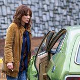 Joyce Byers, interpretada por Winona Ryder, en la segunda temporada de 'Stranger Things'