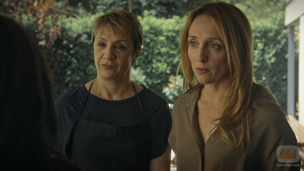 Blanca Portillo y Mar Sodupe en el segundo episodio de 'Sé quién eres'