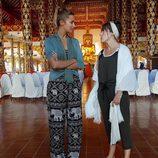 Corina y Rojo Cangrejo en un templo tailandés para 'Viajeras con B'