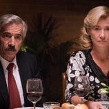 Antonio y Mercedes durante una cena familiar en la decimoctava temporada de 'Cuéntame cómo pasó'