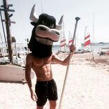 Miguel Bernardeau posa con una cabeza de animal