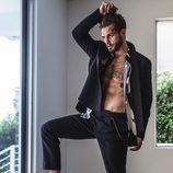 Nico Tortorella posa sexy para una sesión de fotos