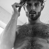 Nico Tortorella enseña su tatuaje pélvico