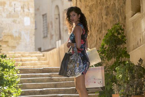 TIna Desai andando en la segunda temporada de 'Super8'