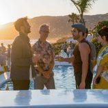 Miguel Ángel Silvestre en una fiesta en la segunda temporada de 'Sense8'