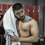 Álex Forriols, sin camiseta, en una secuencia de 'Indetectables'