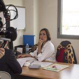 Candela Peña interpreta a una doctora en la serie 'Indetectables'