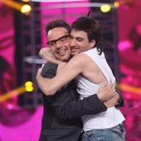 Àngel Llàcer abraza a Blas Cantó en la segunda semifinal de 'Tu cara me suena'
