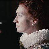 Rebecca Scott, que da vida a Isabel I, con mirada perdida en 'Reinas, virgen y mártir'