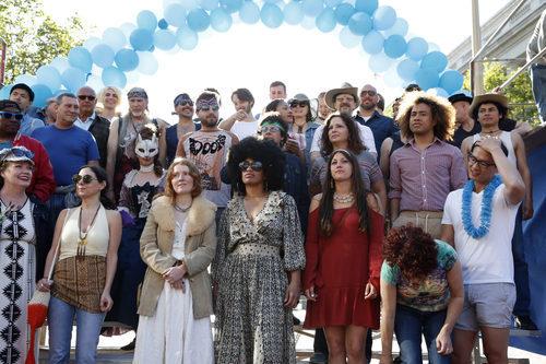 Varios miembros del colectivo LGTB durante una concentración en 'When We Rise'