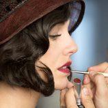 La actriz Blanca Suárez se maquilla antes de empezar el rodaje de 'Las chicas del cable'