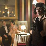 Lidia (Blanca Suárez) acude a una sala de espectáculos en la serie 'Las chicas del cable'