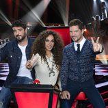 Rosario Flores, David Bisbal y Antonio Orozco hacen el símbolo de la victoria en 'La Voz Kids 3'